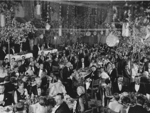 1_LARGE_MEM_iconic_banquet